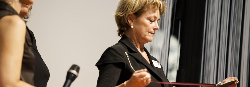 Lena Adelsohn Liljeroth delar ut Stora Ljudbokspriset