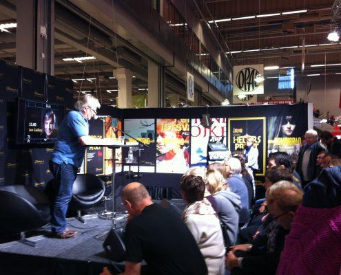 Jan Guillou i Stora Ljudboksprisets monter på Bokmässan